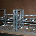 軽量で堅牢な電池収納アルミフレーム