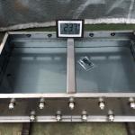 ステンレス水槽を水張り試験で漏れを確認している様子!
