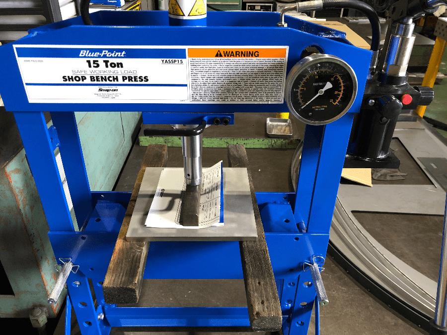 ブルーポイント コンパクト油圧プレス稼働しました。
